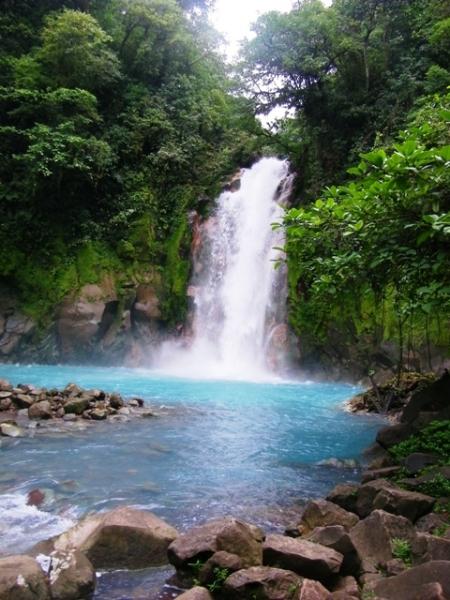rio-celeste-waterfall